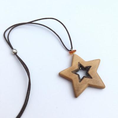 colgante estrella de madera artesanal