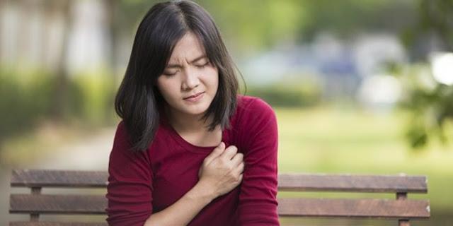 Mengapa Dada Terasa Nyeri & Sakit Sekali saat Merasa Sedih? Ini Alasannya!