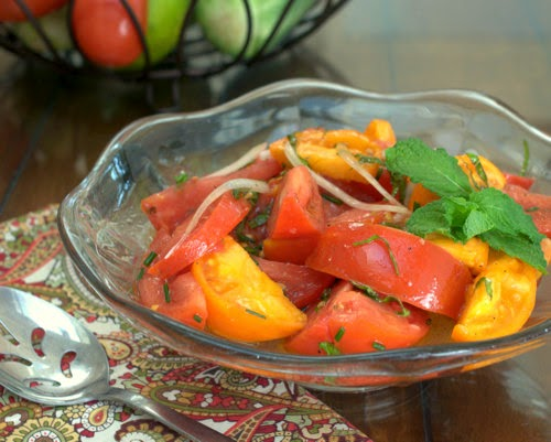 Marinated Tomatoes, so simple, so summer. Recipe, tips, nutrition and Weight Watchers points @ AVeggieVenture.com.