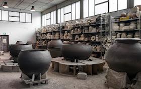 Artenova in Impruneta making terracota amphora