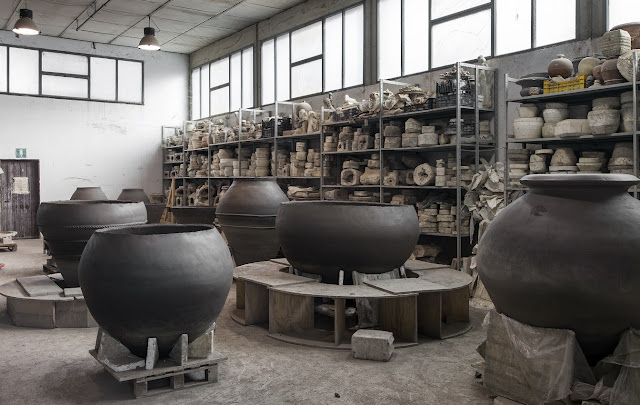 Artenova in Impruneta making terracota amphora