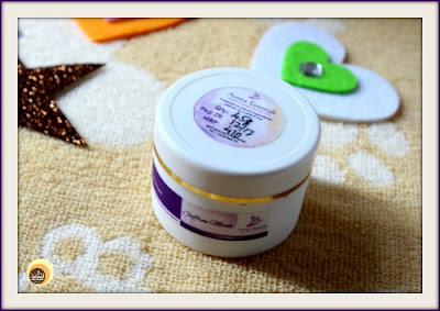 Review of best natural face pack from Aroma Essentials, Saffron face mask for dry skin on NBAM blog