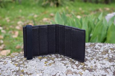Portafogli uomo in pelle rinforzata nero disponibile in altre combinazioni colore