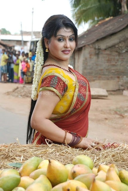 Sona in Half Saree Photo Gallery