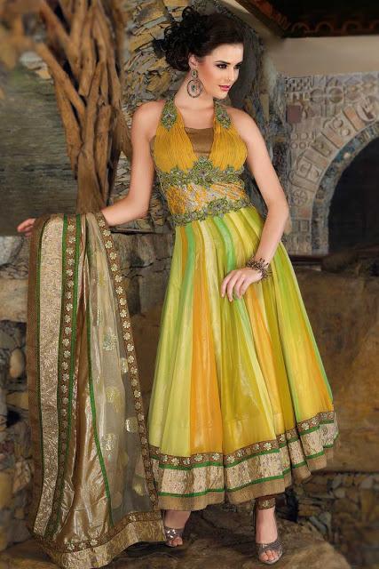 15b7a9deb7 Photography: Indian Bridal Mehndi Dresses