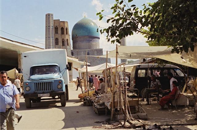 Ouzbékistan, Samarcande, Mosquée Bibi Khanym, © Louis Gigout, 1999