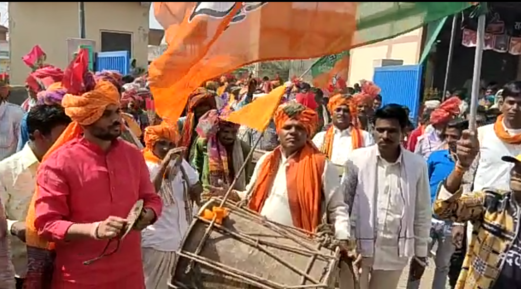 Jhabua News- मस्ती, उत्साह, उमंग से सरोबार भगिरिया पर्व पर प्रमुख राजनीतिक दलों ने निकाली गैर