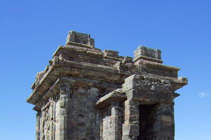 Sejarah Peninggalan Kerajaan Mataram kuno Halaman 3
