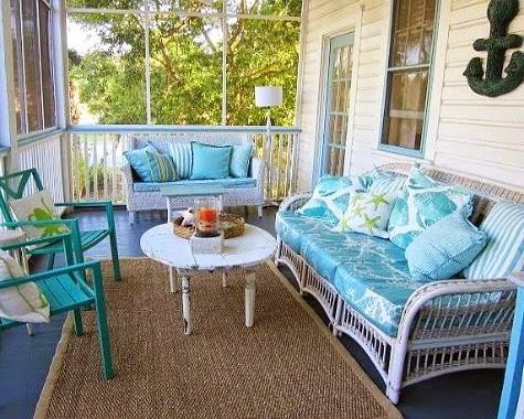 Beachy Casual Porch Decor Idea