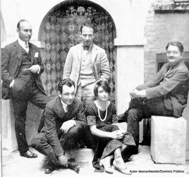 A Round Table do Hotel Algonquin: o editor Art Samuels, o dramaturgo Charlie MacArthur, Harpo Marx, Dorothy Parker e Alexander Woollcott, crítico teatral e literário