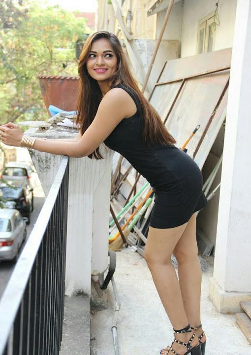Kamapisachi actress pics