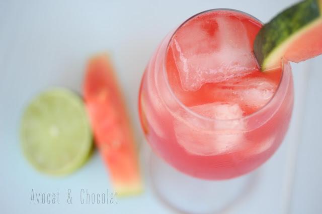 """alt=""""cocktail pastèque dans un verre rempli de glaçons"""""""