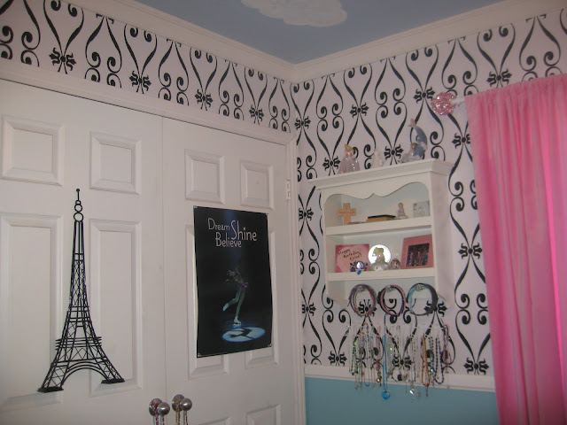 Een Moderne Makeover : Tnwallpaperhanger: wallpapering project bedroom: tween to teen