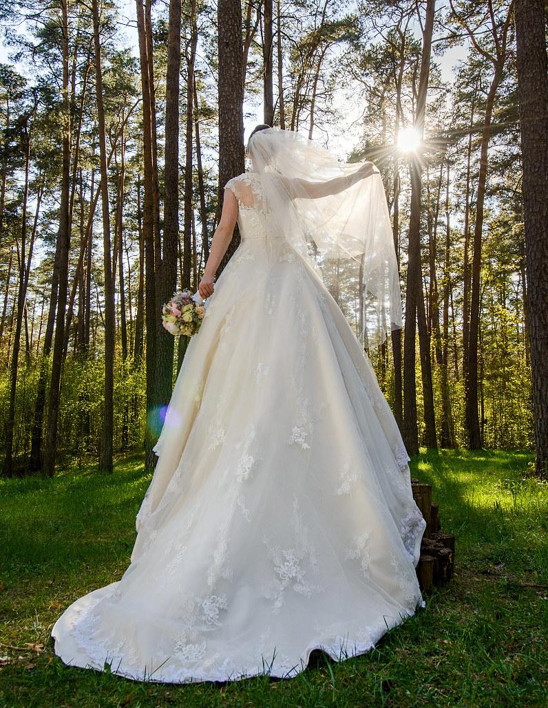 prabangi nuotakos suknelė