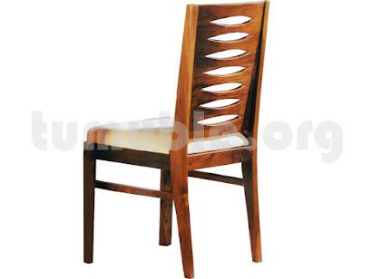 silla tapizada hecha en teca 4109