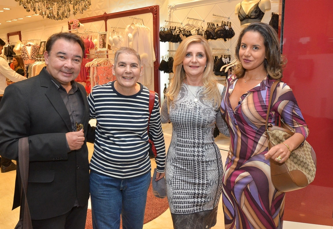 abce077f7 Eu estive na inauguração e fui recebida por Mada Pereira jornalista e por  Gabriela Bortolon Assessora de Imprensa da Recco