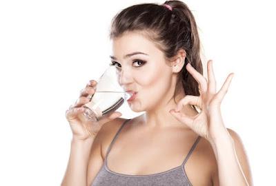 """cara benar minum air putih"""