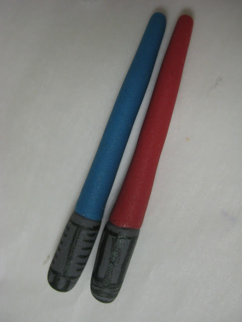 Star Wars Themed Cucpakes - Close-Up of Fondant Lightsabers