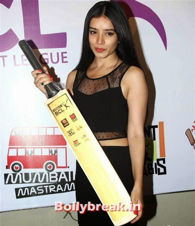 Sukirti Kandpal, Tv Actresses Launch Golden Bat of Box Cricket League