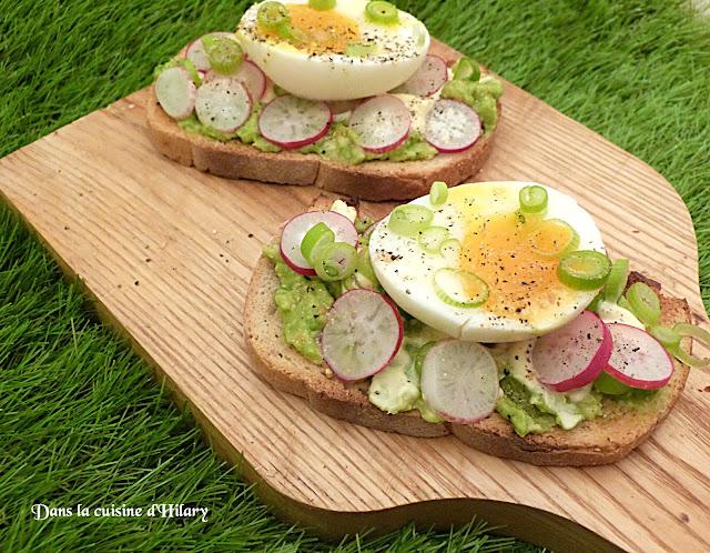 Avocado toast aux radis et oeuf mollet