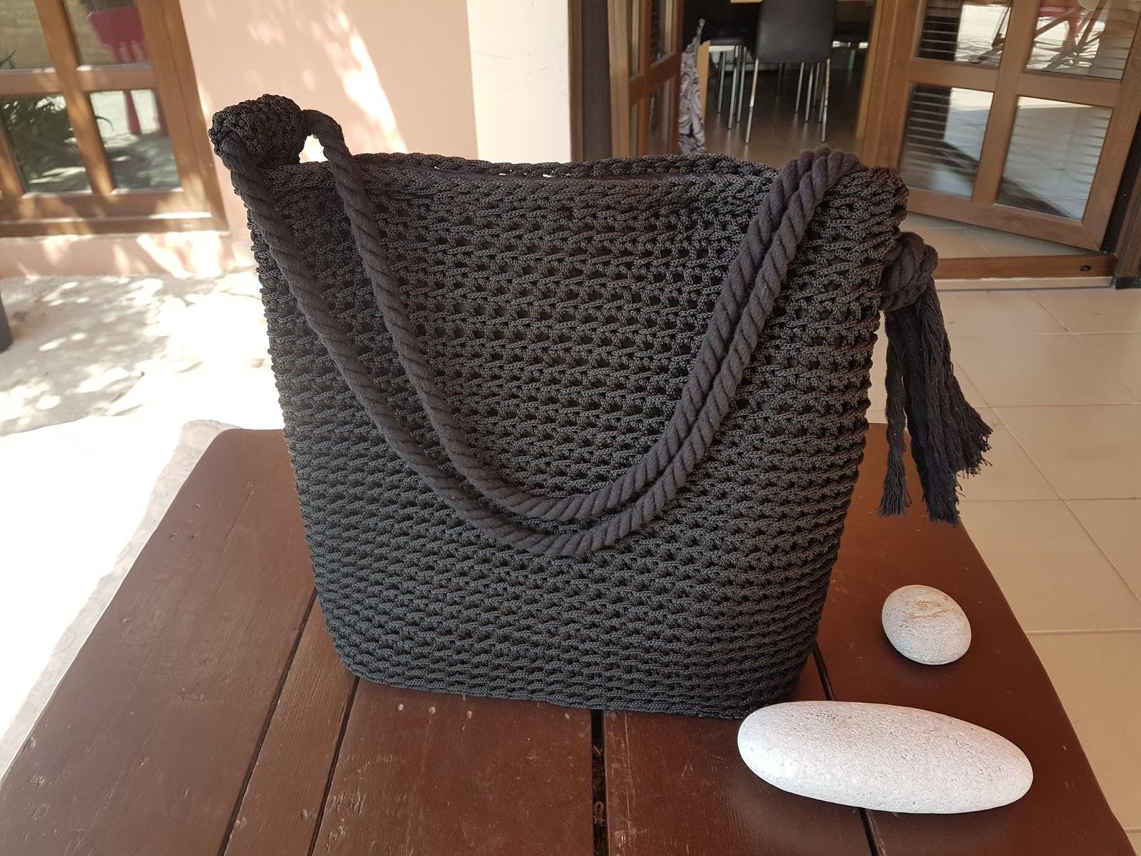 Χειροποίητη τσάντα με βελονάκι και νήμα άριστης ποιότητας με δερμάτινο πάτο  Διαστάσεις 37 cm x 36 cm 130 55f6ef8357e