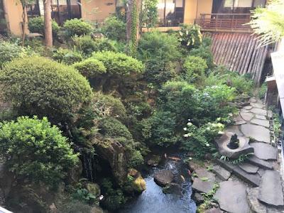 さかや旅館 中庭