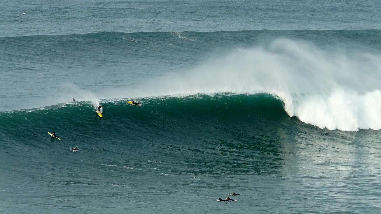 surf menakoz diciembre 2015 olas grandes 18
