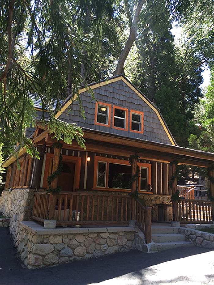 From los angeles to lake arrowhead 1932 log cabin in for Cabins in lake arrowhead ca