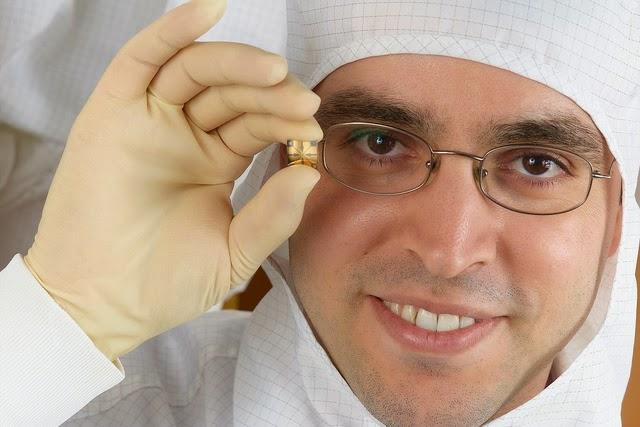 """Un equipo del Instituto Technion de Tecnología de Israel elaboró el sistema de nanotecnología """"Na-Nose"""", un método potencialmente rápido, sencillo, barato y no invasivo que identifica el aliento de las personas para determinar si padecen cáncer de estómago e incluso buscar tumores en una etapa anterior."""