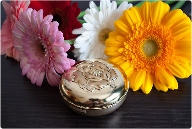 The History Of Whoo Gongjinhuang Mi Luxury Golden Cushon Special Set