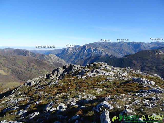Vista desde Peña Gradura del Naranco, Aramo y la Forcá