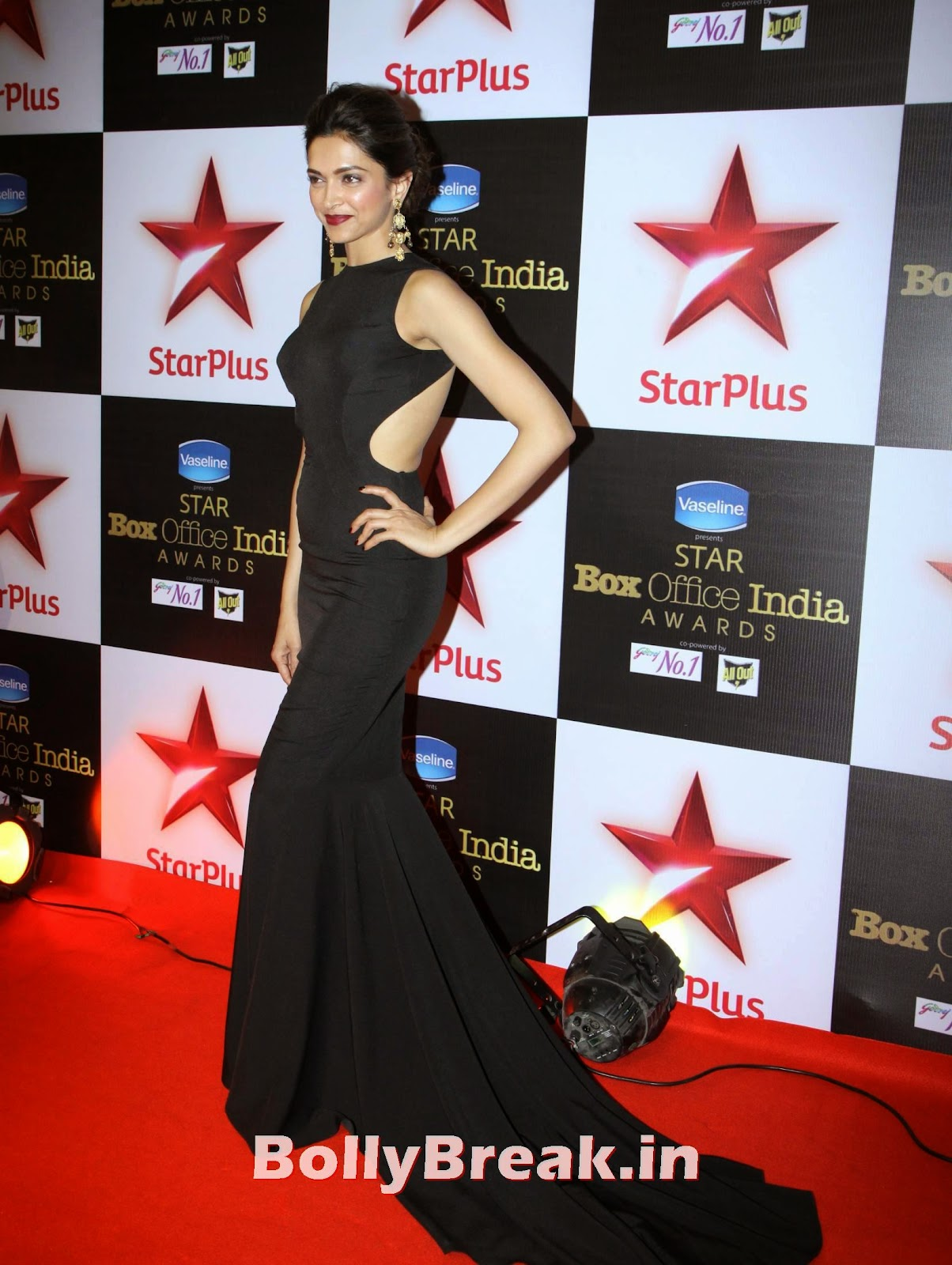 , Deepika Padukone in Backless Gown at First Star Box Office India Awards