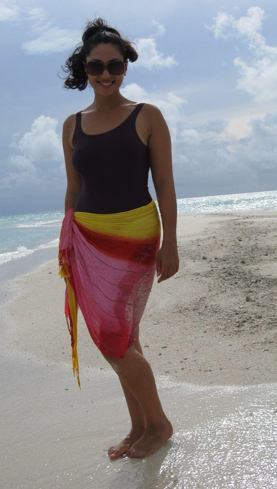 Beautiful Desi Aunties In Bikini - Hd Latest Tamil Actress -7190
