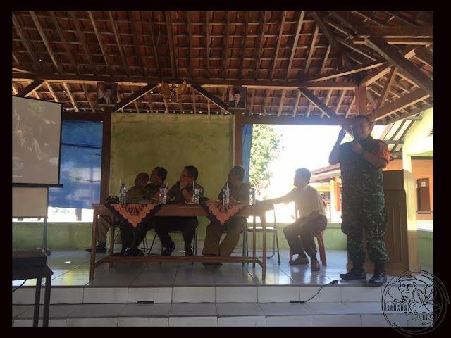 FOTO 2 : Dialog petani Desa Cidadap Kec. Pagaden Barat, Subang dengan MABES TNI AD, DANDIM 0605, Kabulog dan Dinas Pertanian Subang