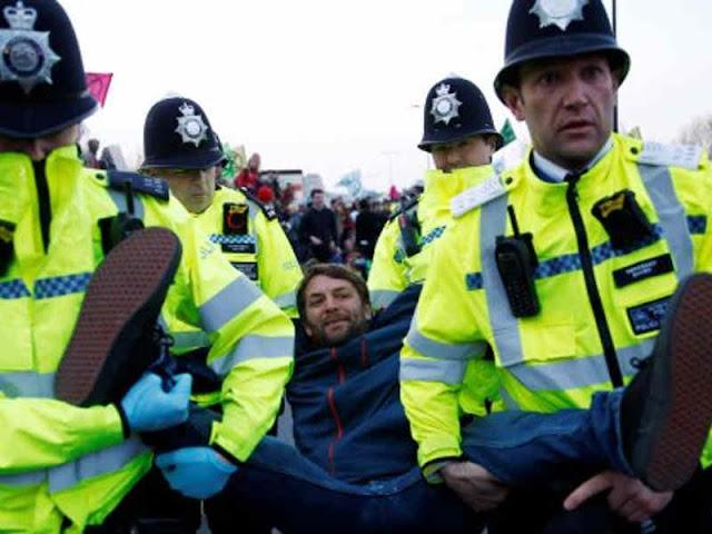 Lebih dari 200 Ditangkap dalam Protes Perubahan Iklim di London
