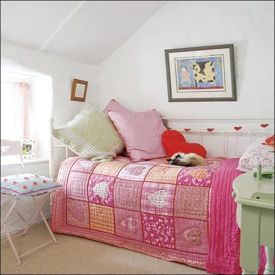 Vintage Style Teen Girls Bedroom Ideas on Small Bedroom Ideas For Teenage Girl  id=73917