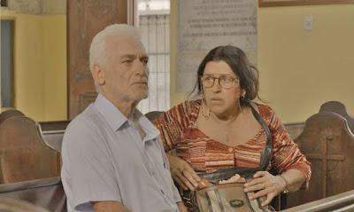 Lurdes e o doutor Gilberto em cena da novela Amor de Mãe (Foto: Reprodução)