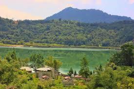 keindahan panorama Danau Linow Tomohon