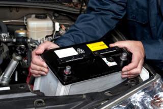 Baterai aki atau accu pada kendaraan beroda empat mempunyai peranan yang sangat penting dalam sebuah kendar Tips Membaca Kode Produksi Aki Mobil