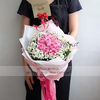 bunga valentine, buket bunga dan cokelat, buket bunga ferrero rocher, buket bunga mawar, bunga mawar valentine, handbouquet mawar, bunga mawar 100tangkai, buket rose, toko bunga, florist jakarta, toko bunga pluit