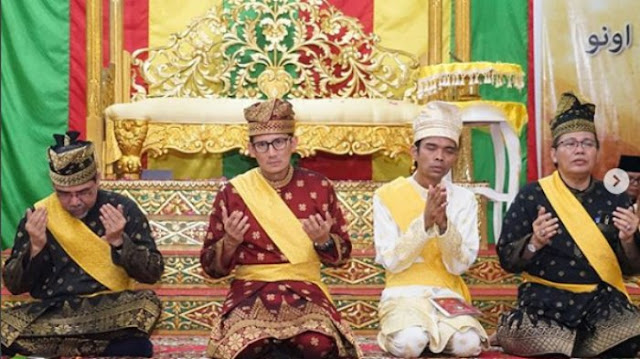 Sandiaga Uno Ikuti Prosesi Adat Riau 'Tepuk Tepung Tawar' Bersama Ustaz Abdul Somad