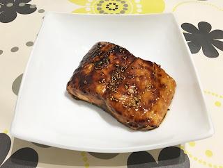 Salmón marinado con miel y soja