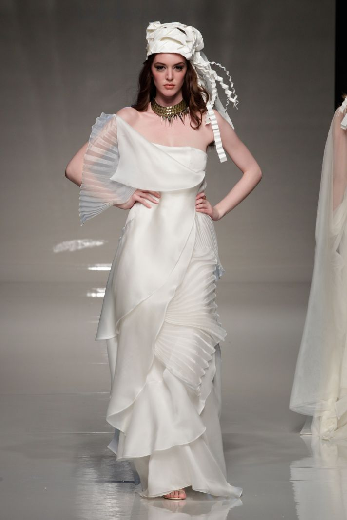 Victoria Kyriakides – авангардні весільні сукні відображатимуть складну  творчу натуру художниць d56b563458b6e