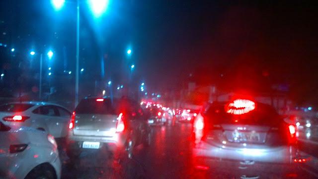 Muita chuva e trânsito parado em vários trechos do bairro