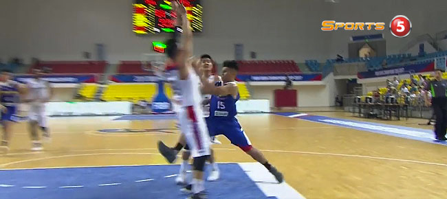Kiefer Ravena's INSANE Side Step Against Mono Vampire (VIDEO)
