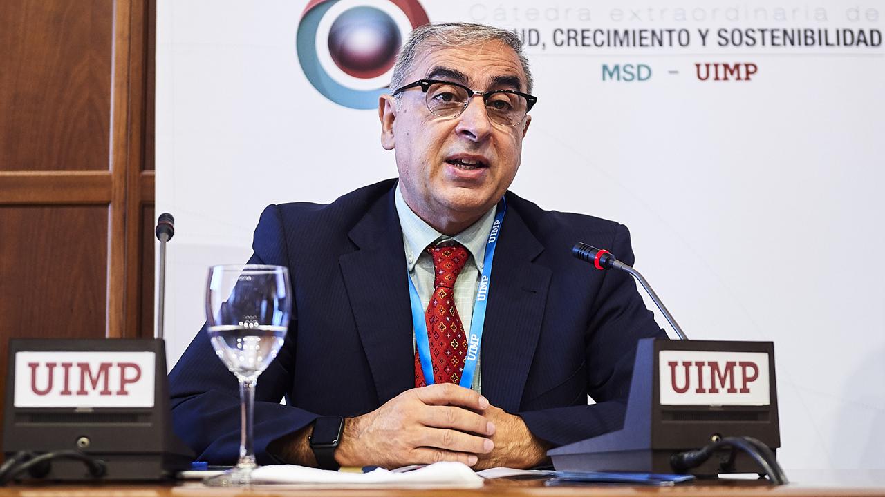 """José Martínez Olmos, exsecretario general de Sanidad: """"La vacuna contra el coronavirus aún va a tardar"""""""