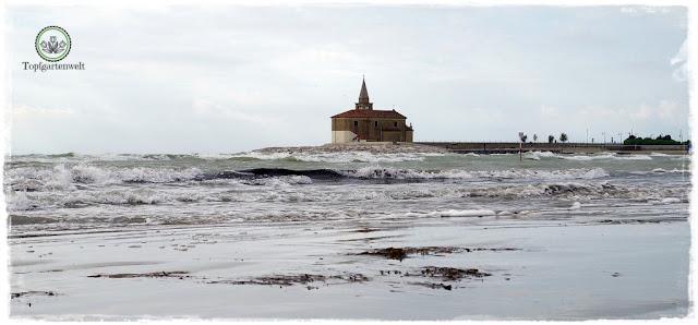Fischerkirche von Caorle und Bora - Gartenblog Topfgartenwelt