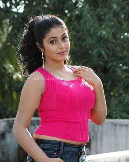 Hot actress poorna spicy images