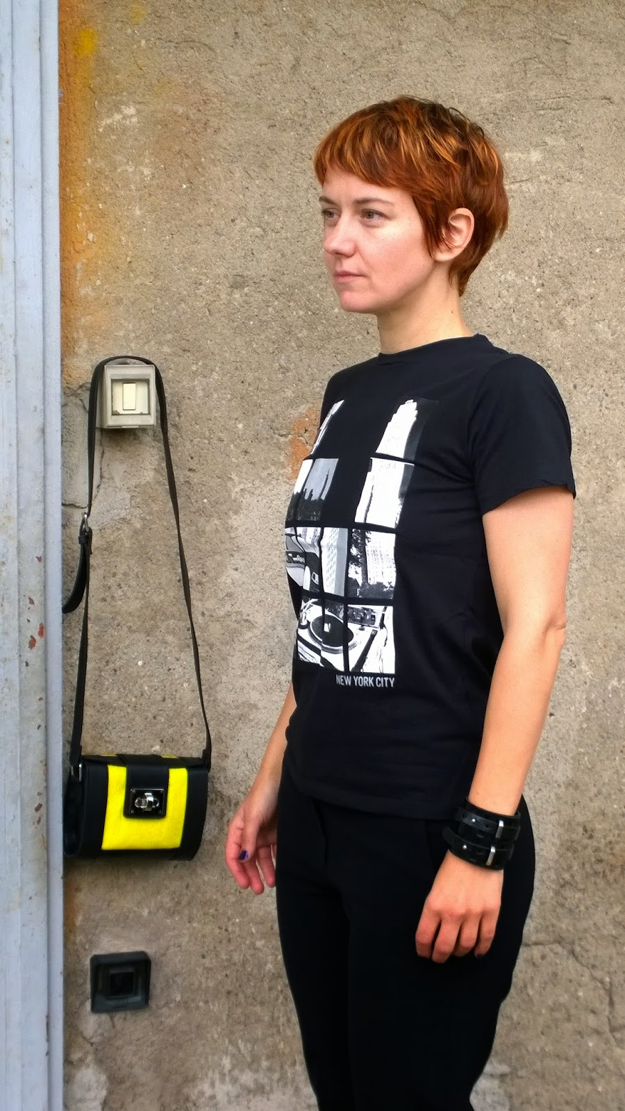 Steal it from the Boys - Black Pants, New York Grafic Print Shirt and a black & yellow minibag | Funky Jungle, #fashion & personal #style blog