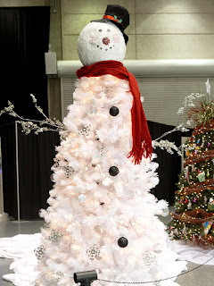 heres a cute and funky but also classic look for a christmas tree the jolly snowman now when i say snowman themed christmas tree i dont mean a boring